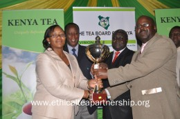 Kanyenyaini manager receives Tea Board of Kenya award